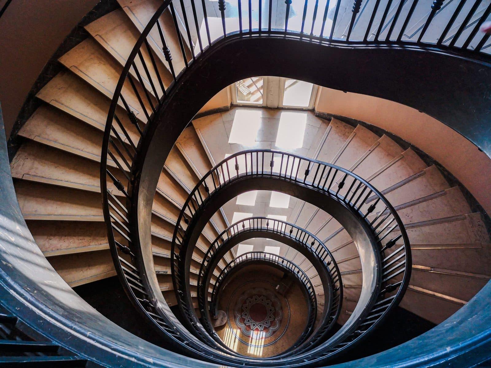 De angst bovenaan een trap - circular clarity